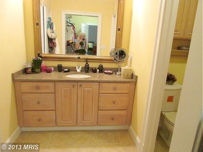 1413-Wynhurst-bathroom-realto