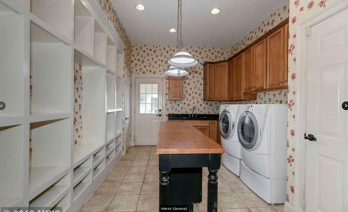 1013-Eaton-laundry-room