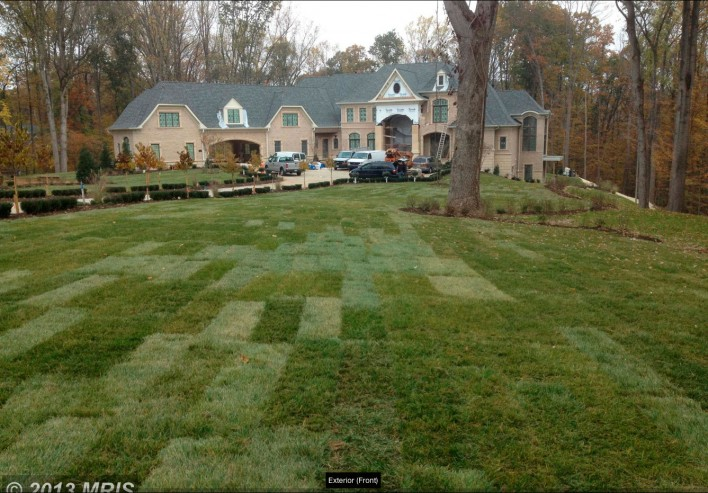 9410-Piscatawy-front-lawn