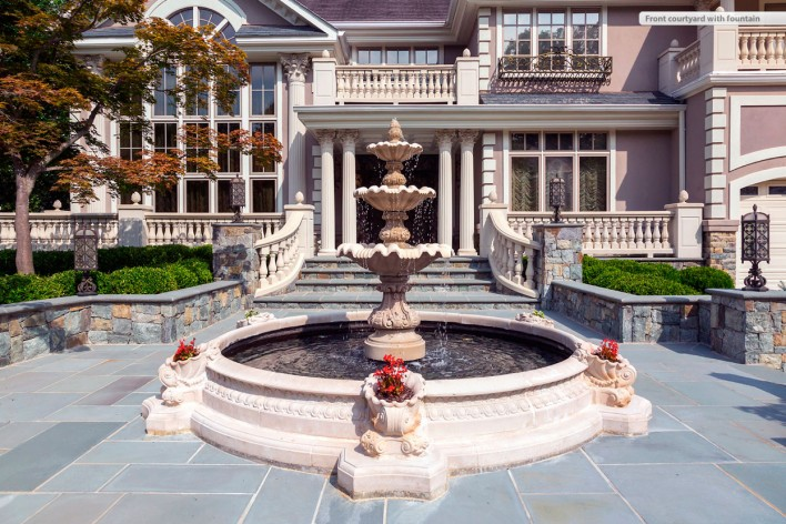 7013-Winterberry-front-with-fountain