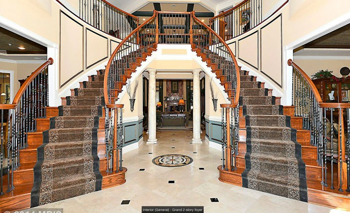 10600-Rivers-Bend,-Potomac,-staircase