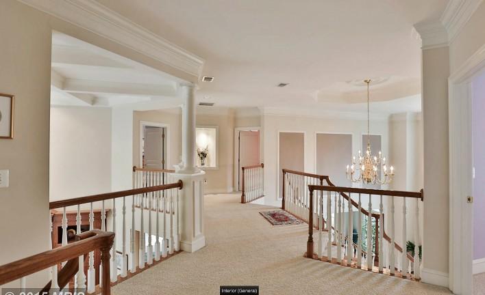 1075-Cedar-Chase-upstairs-hallway